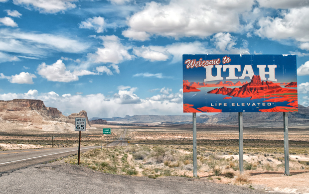 Welcome to Utah sign on a US roadtrip