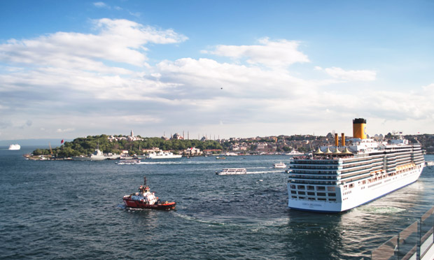 Cruise along the Bosphorus in istanbul
